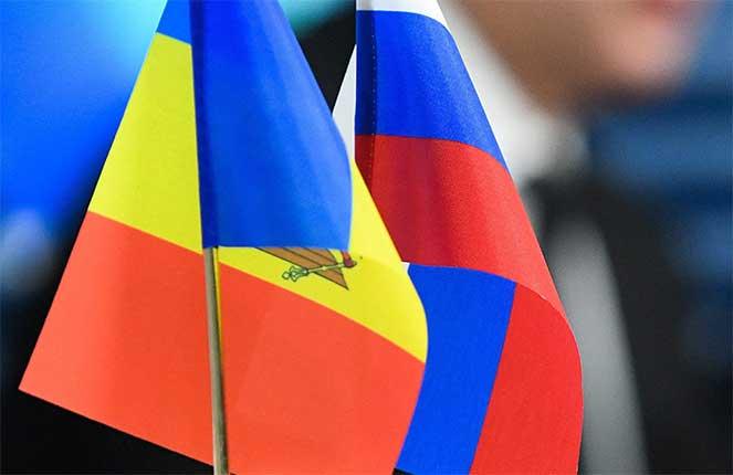 Флаг Молдовы и России