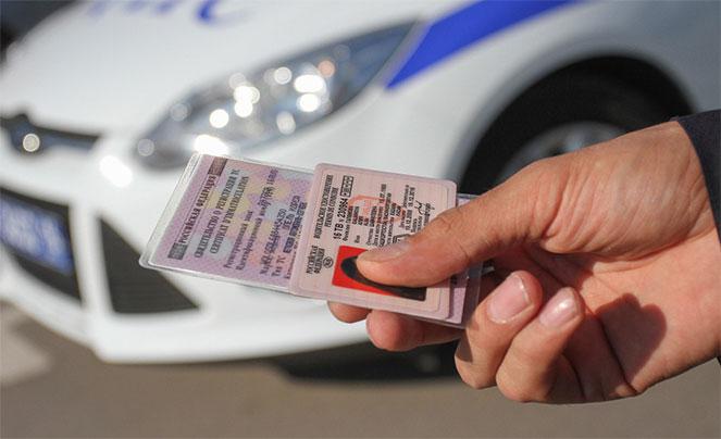 Сколько действуют права водителя