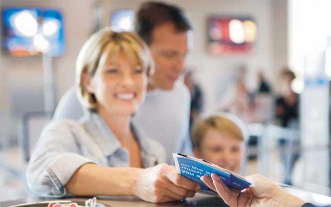 как вписать ребенка в свой загранпаспорт?