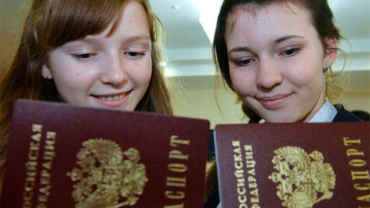 В день получения внж писать отказ от имеющегося гражданства