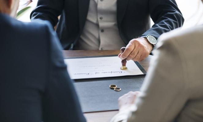 Обязательно ли ставить штамп о разводе