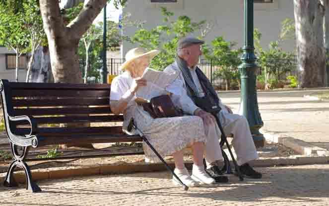 Пара пенсионного возраста