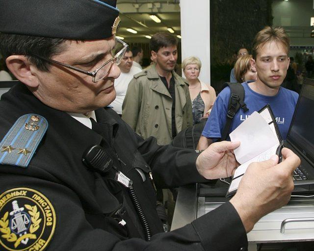 Запрет на выезд за границу должнику в РФ