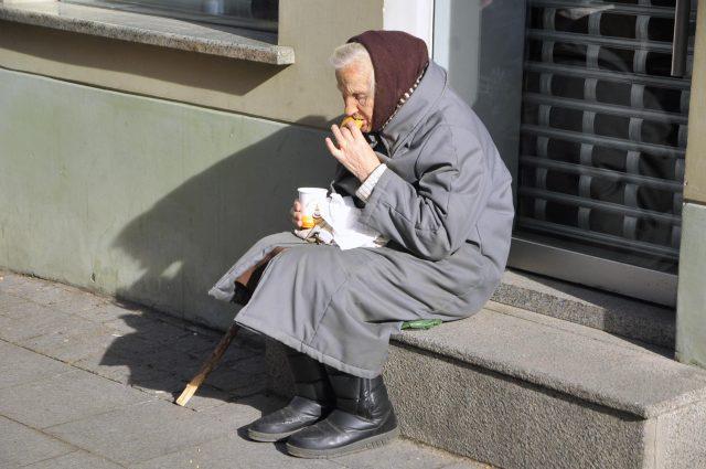 Сколько бедных во всей России?