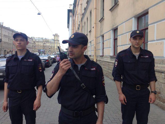 От чего зависит зарплата полицейского в России