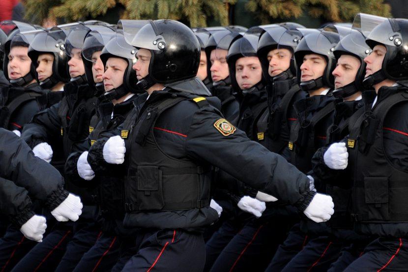 Какая зарплата полицейского в Москве и по России